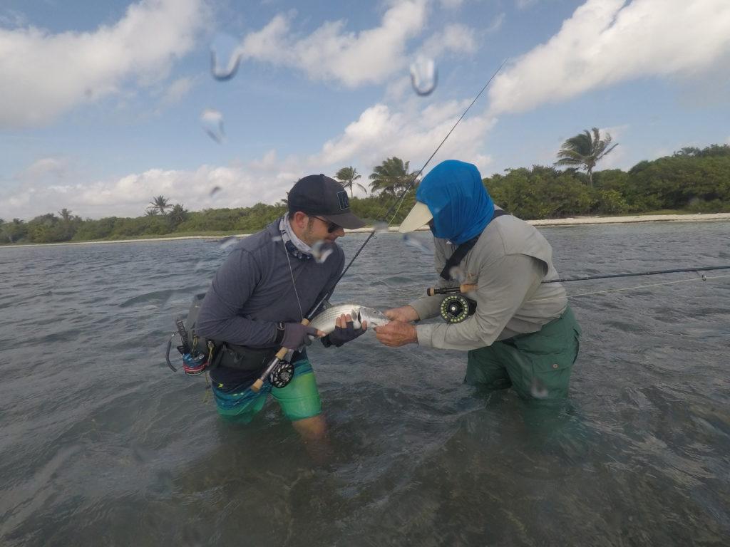 Prise d'un bonefish partagée